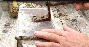 Herstellen eines Bimssteinziegels von Hand, Foto: Angelika Albrecht